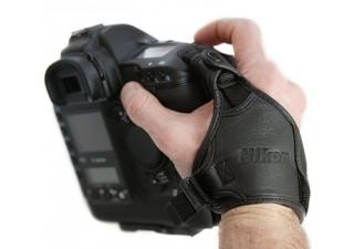 IMAGE: http://www.missnumerique.com/images/produits/large/nikon_handstrap_ah4_a.jpg