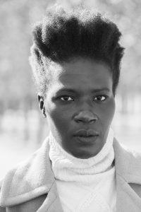 Portrait en plan poitrine de Yanique Francis, 105mm f/5