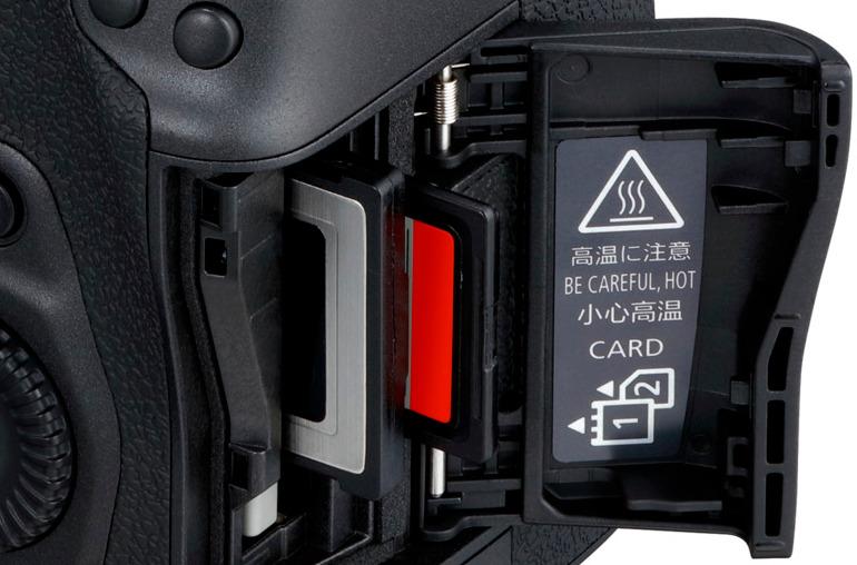 Logement de cartes CFexpress et SD UHS-II du Canon EOS R5
