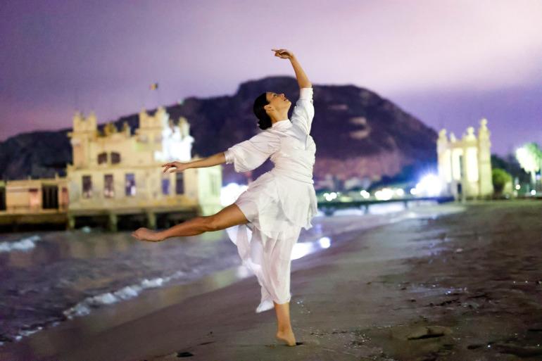 Photo de danse nocturne prise par le Canon EOS R6