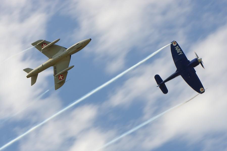 Les Hawker Sea Fury et Hunter