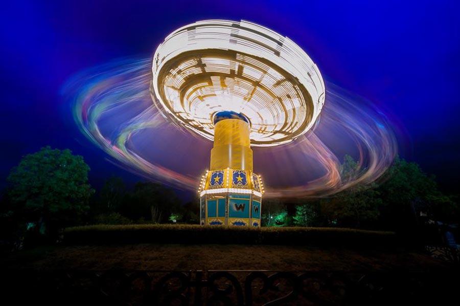 Manège dans un parc d'attraction par Patrick GOUJON