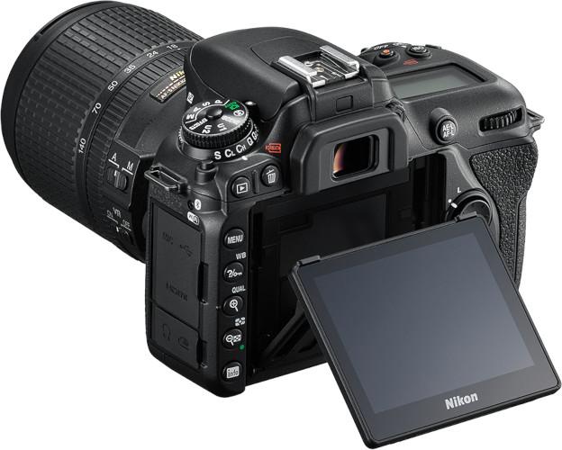 Nikon D7500 de dos, écran relevé