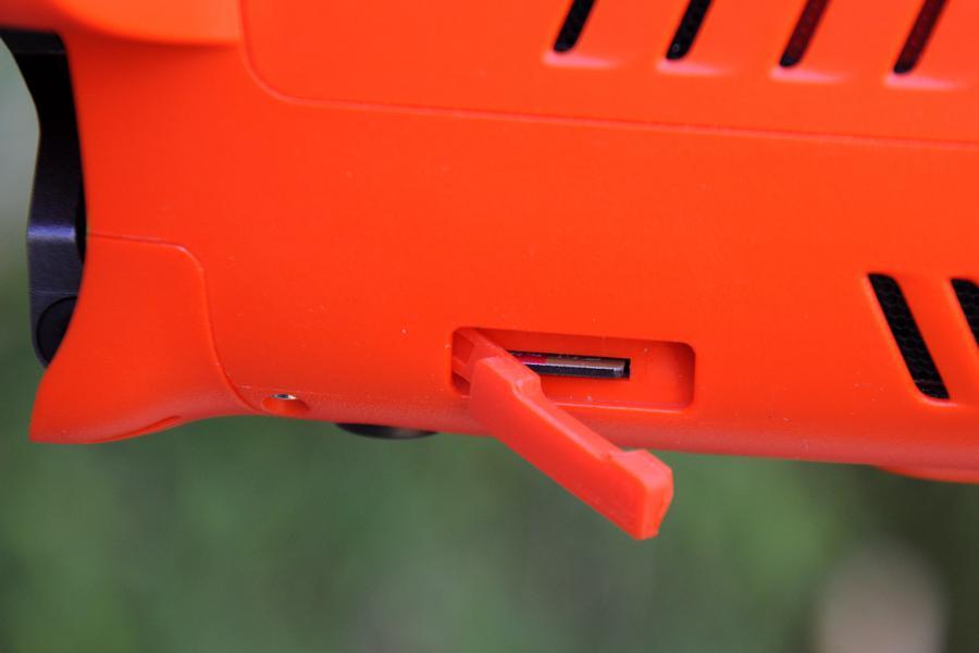 La trappe pour carte mémoire de l'Evo II d'Autel Robotics