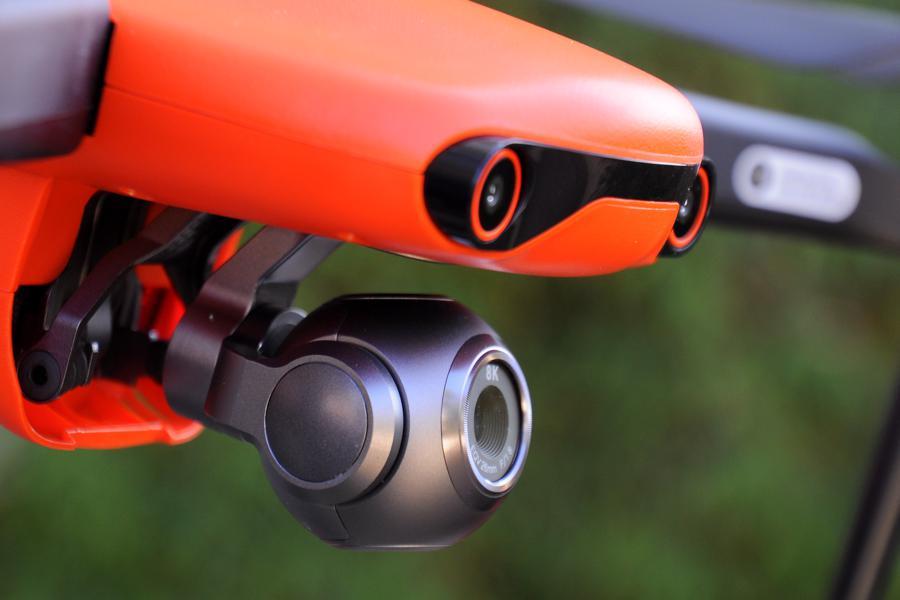 La caméra montée dans une nacelle stabilisée de l'Evo II