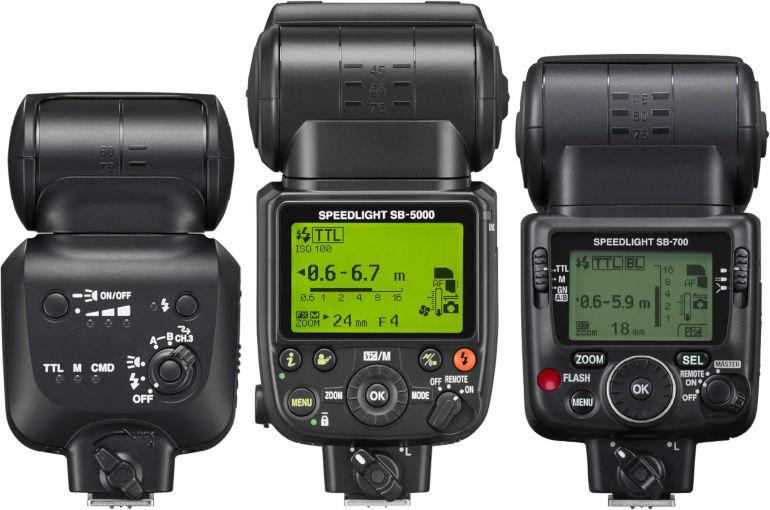 Dos des flashs Nikon SB-500, SB-5000 et SB-700
