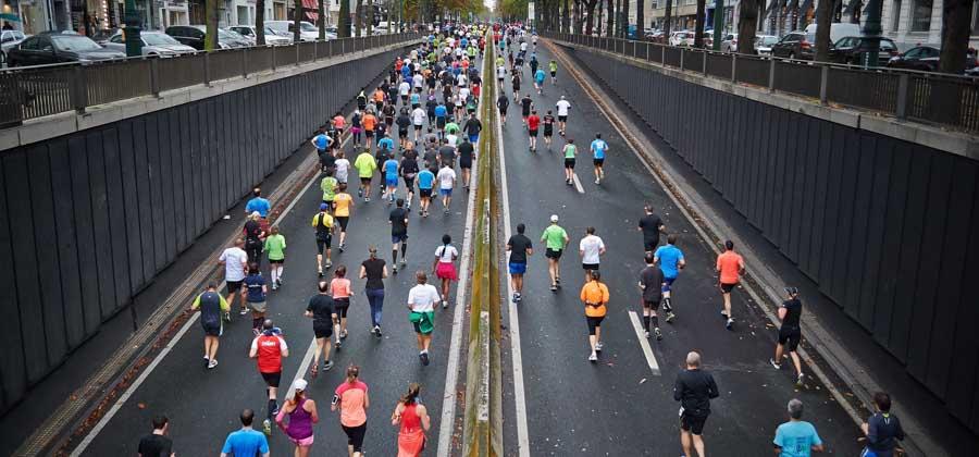 illustration de plusieurs coureurs d'un marathon