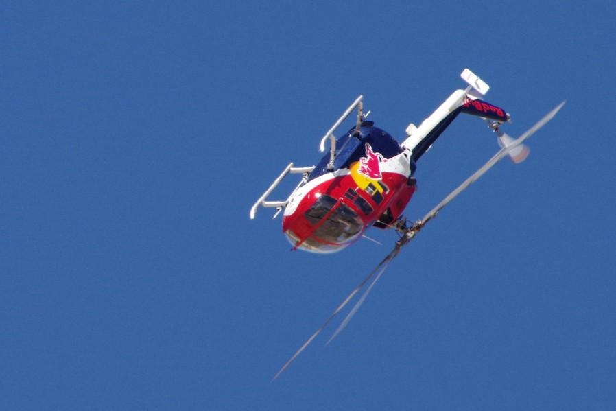 Bölkow Bo 105 en sommet de boucle