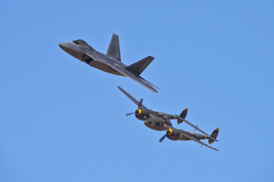 60 ans de chasseurs Lockheed : le Lightning et le Raptor