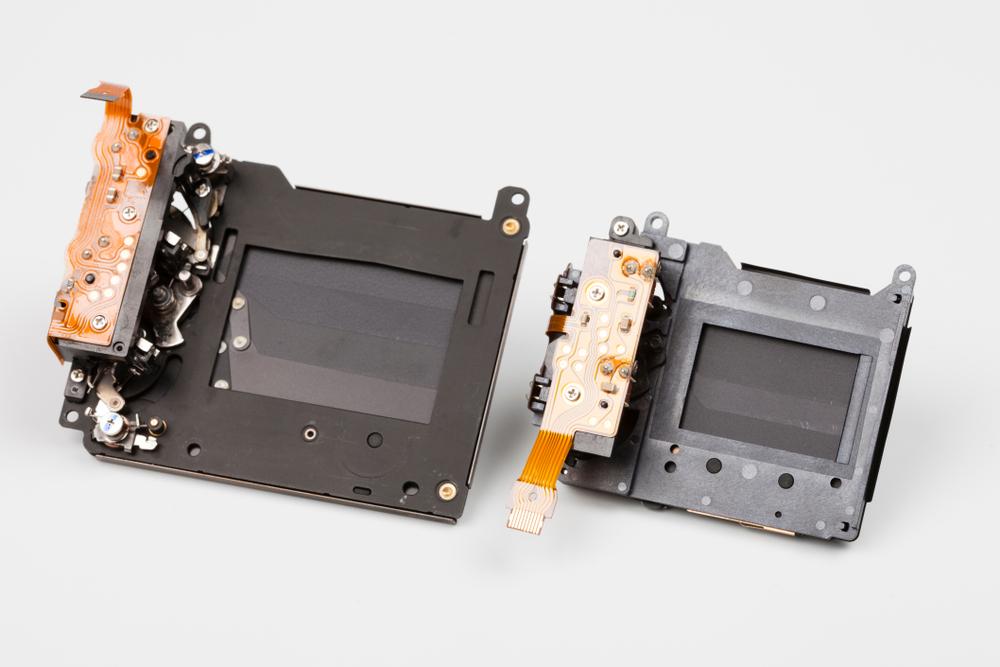 Deux obturateurs mécaniques à plan focale
