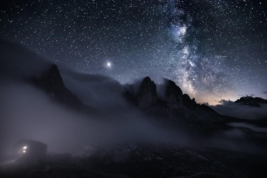 Voie lactée au dessus du site UNESCO de Tre Cime en Italie (Dolomites) par Pierre Rolin