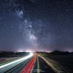 Croisement de voies - Voie lactée et autoroute par Pierre Rolin