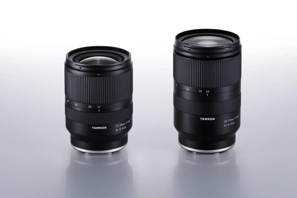 À gauche, le nouveau Tamron 17-28 mm f/2,8 Di III RXD et à droite, le Tamron 28-75 mm f/2,8 Di III RXD.