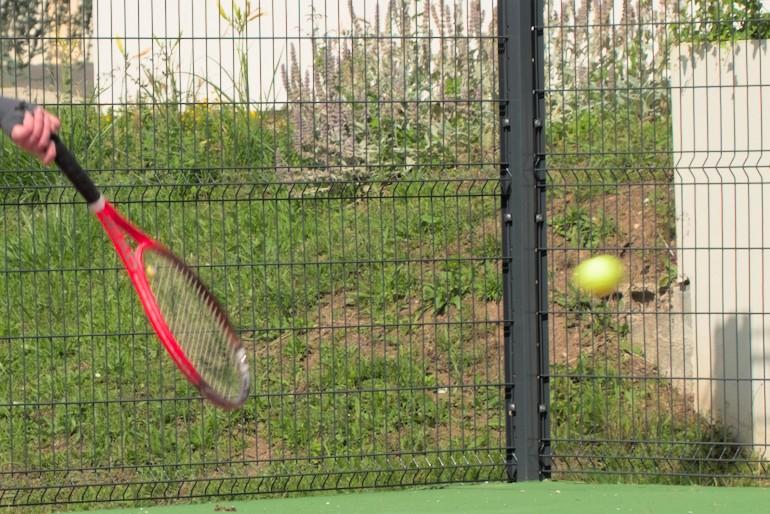 Balle de tennis floue au 1/500 s